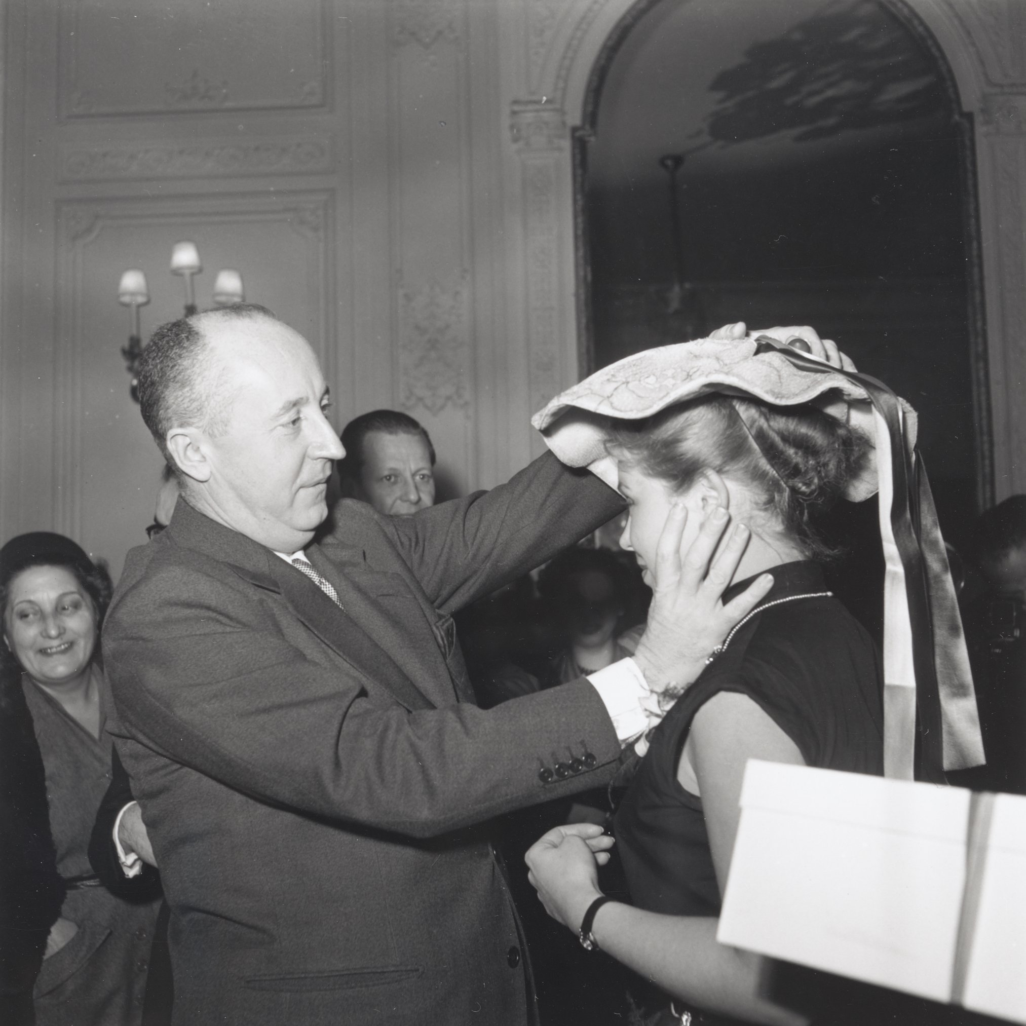 Dior: A férfiakat az ágyban tette boldoggá, a nőket a szalonjaiban!