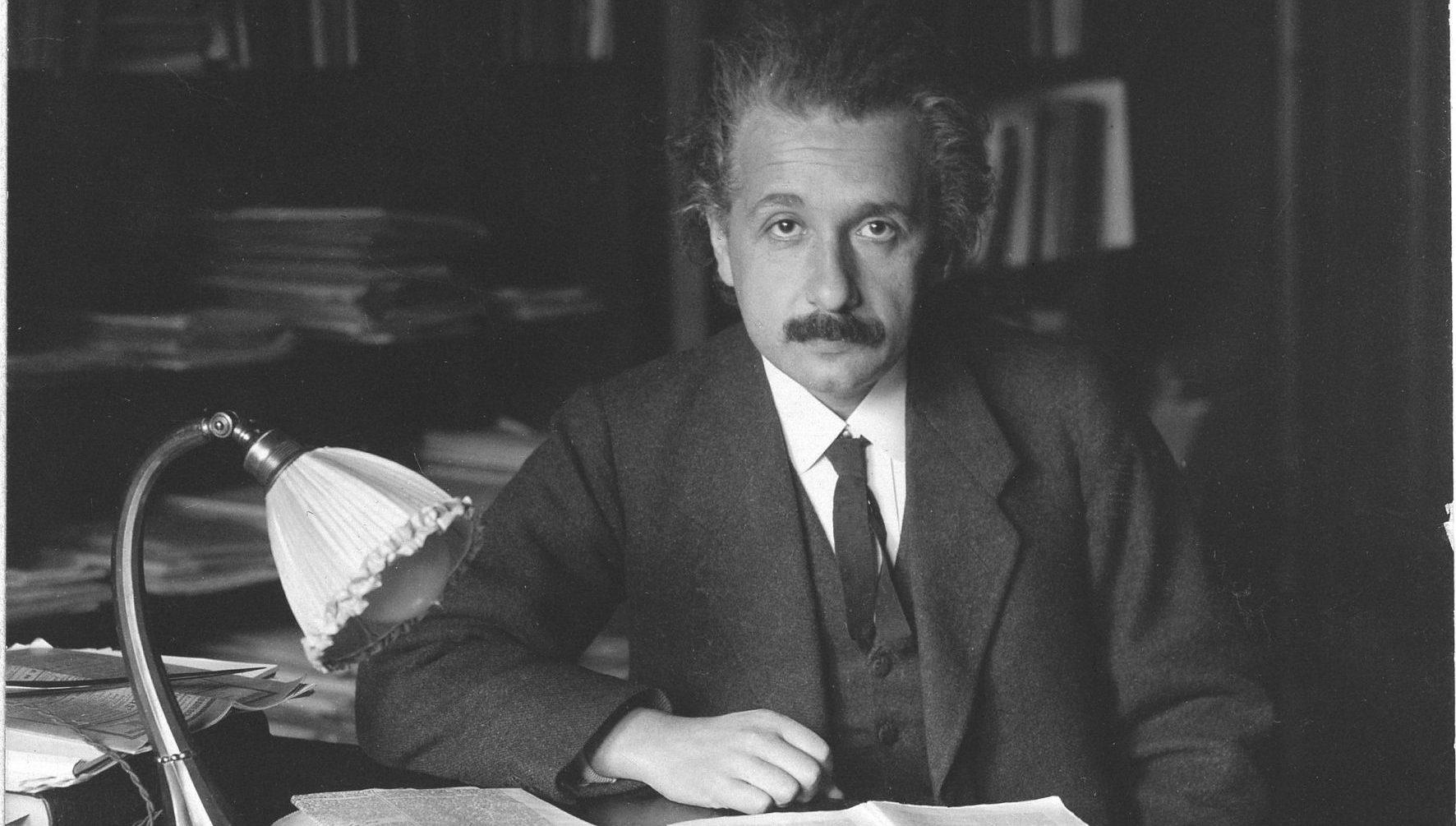 Einstein: Szerelemből egyes, zsenialitásból ötös…