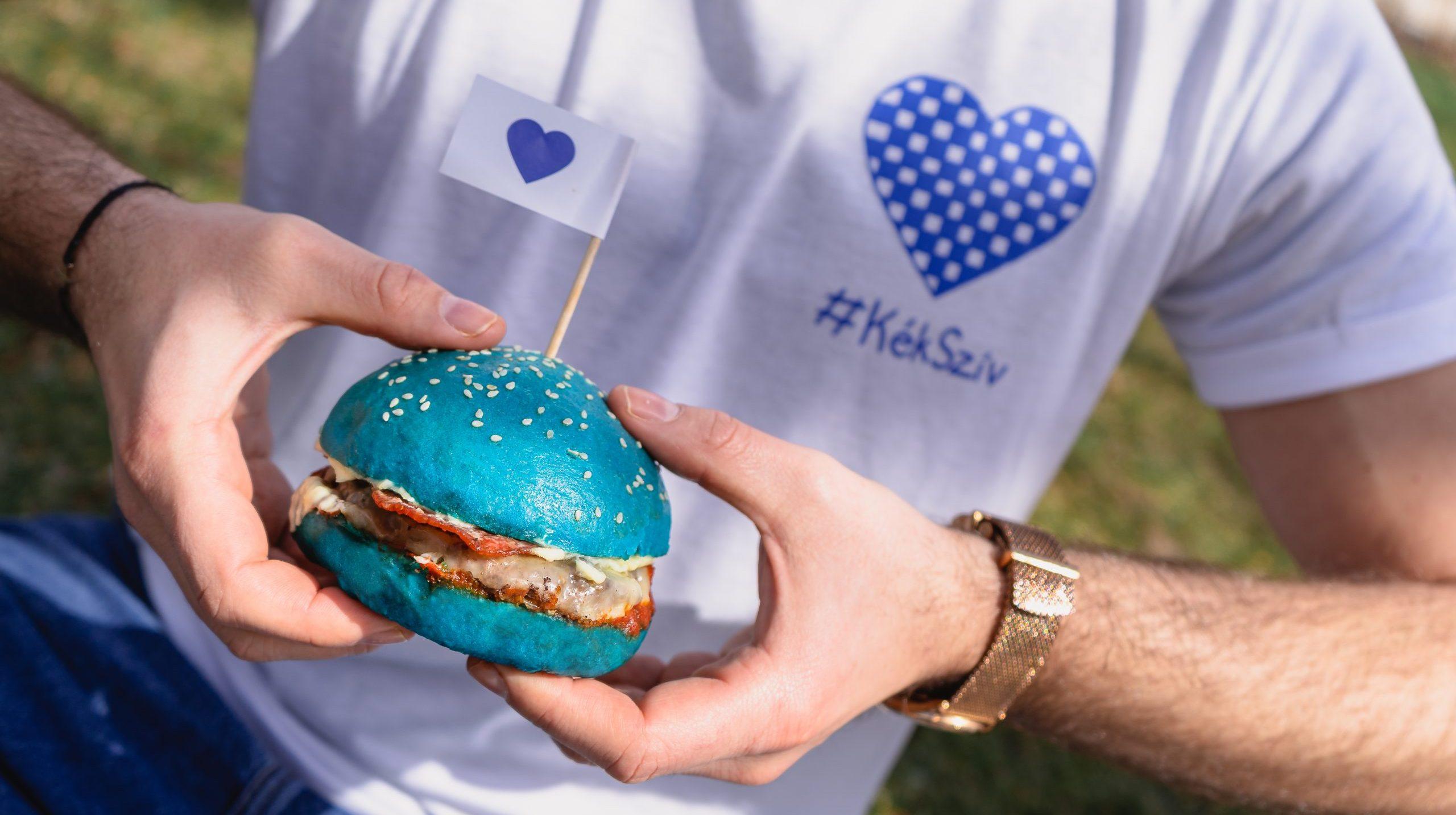 Kék hamburgerrel az autizmussal élőkért