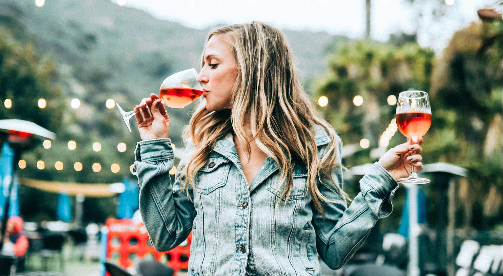 Mennyi kalória van egy pohár alkoholban?
