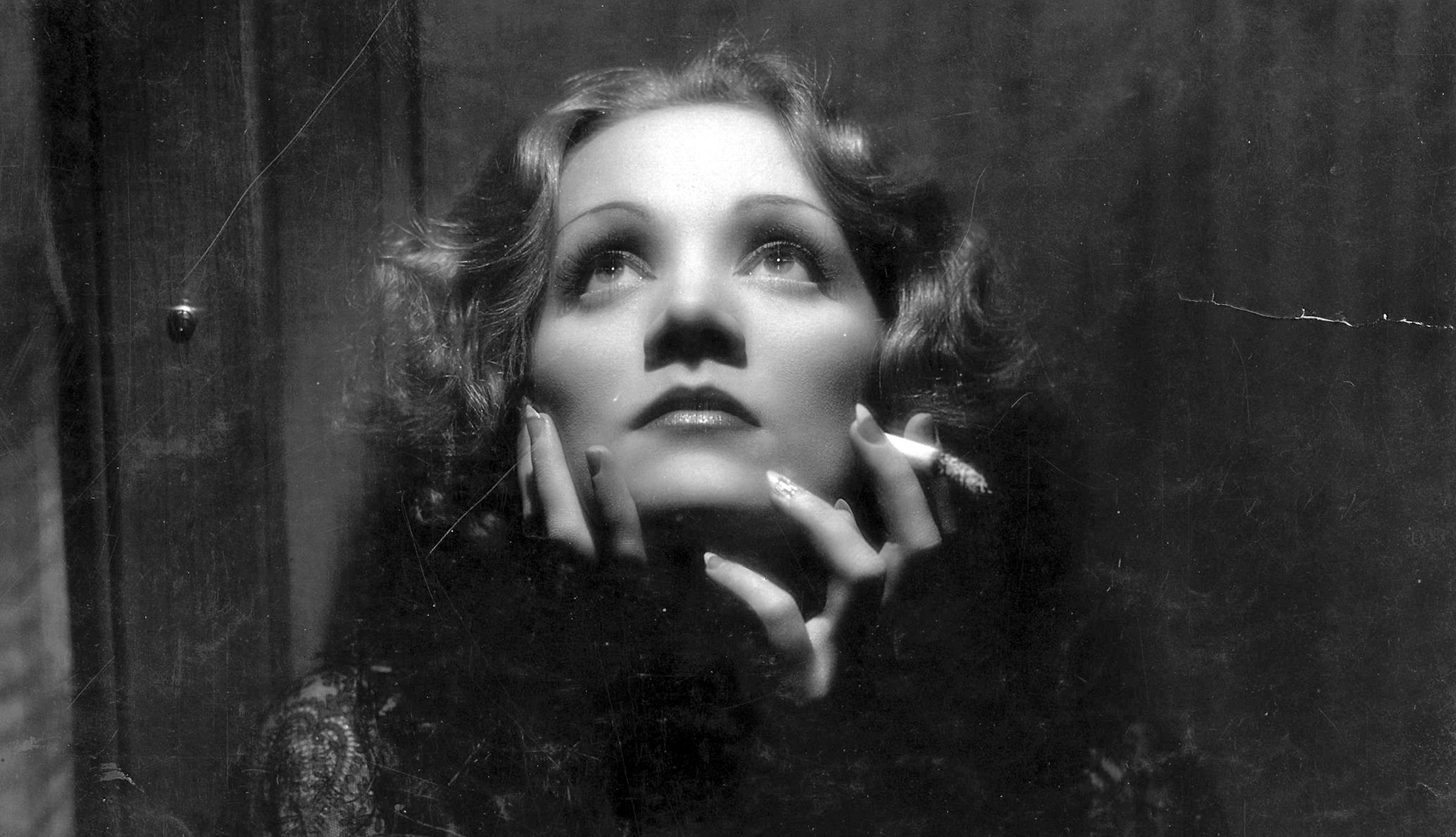 Marlene Dietrich, aki először csókolt nőt a kamerák előtt