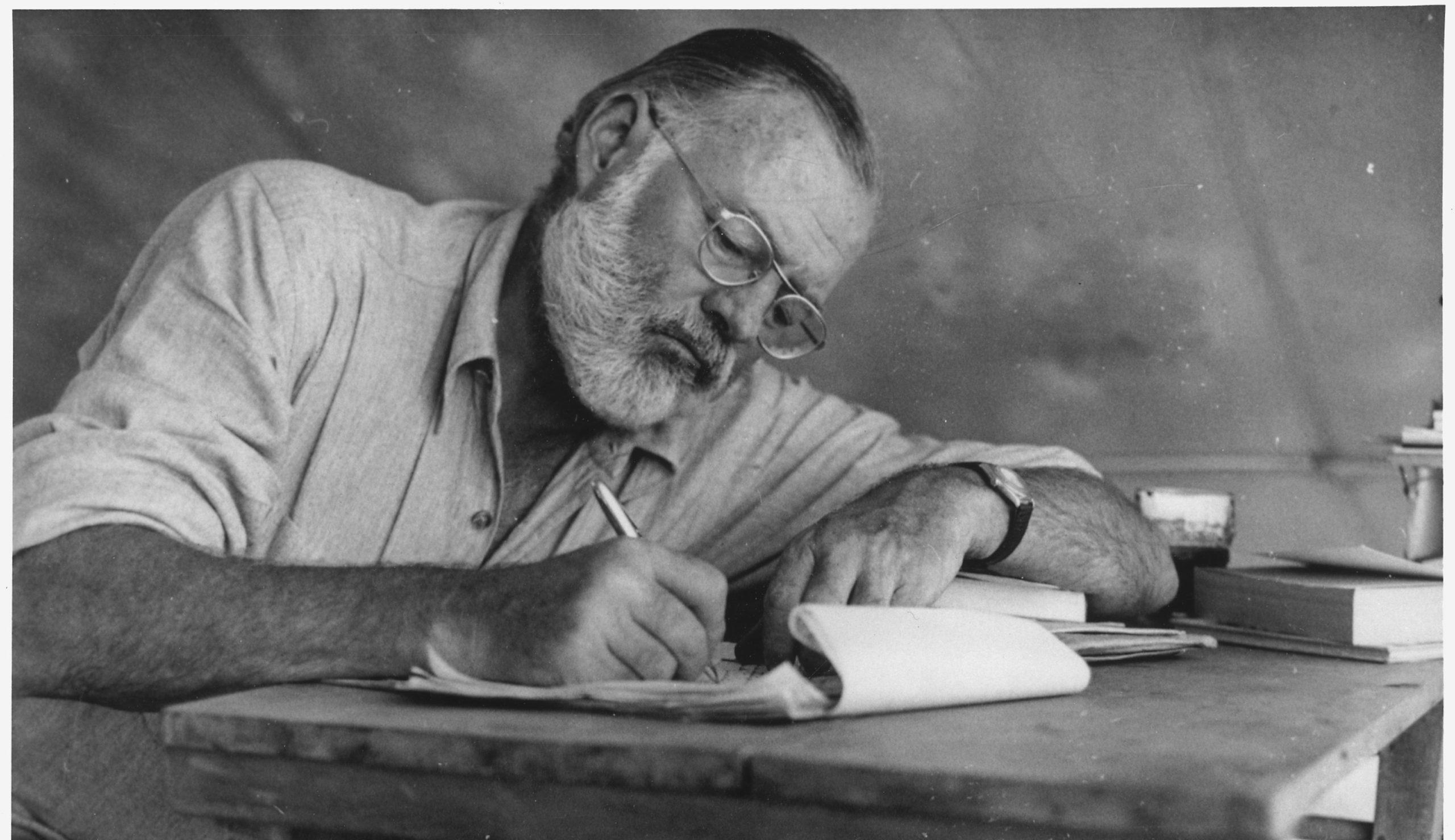 Hemingway: Feleségei a durvaságok ellenére is imádták…