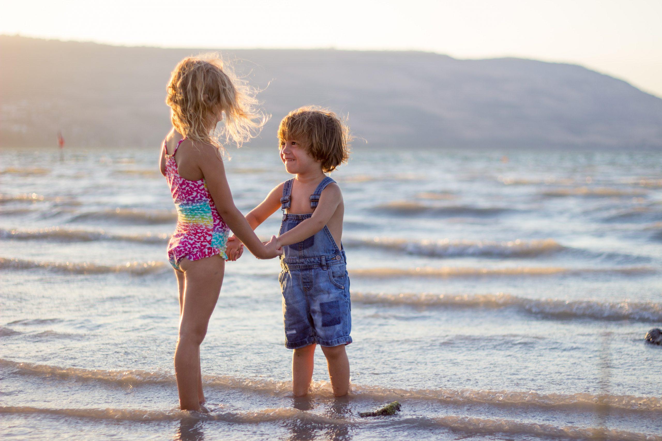 Ha nincs bikinifelső egy ovis kislányon, az felelőtlenség?