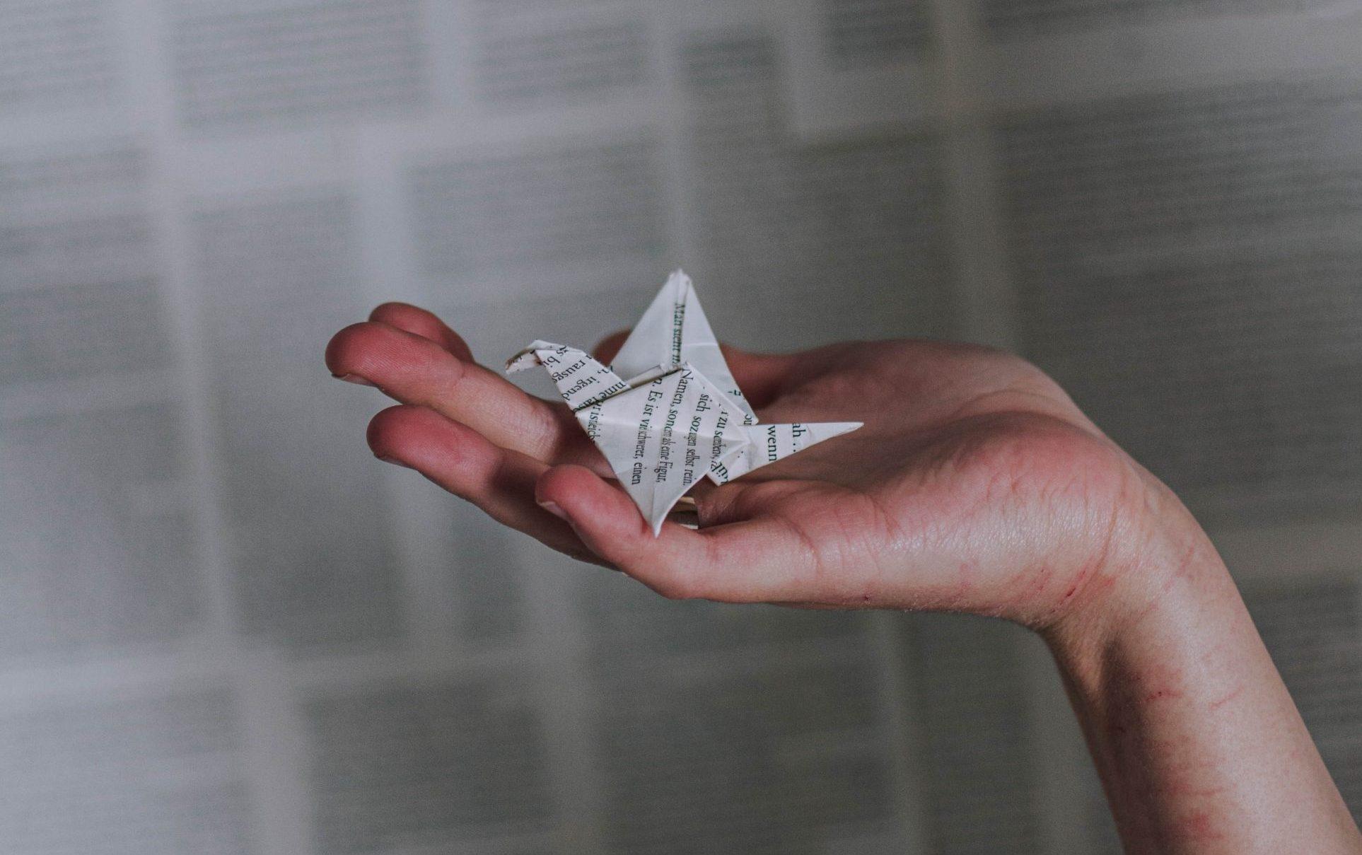 A lány, aki papírdarvak hajtogatásával küzdött az életéért